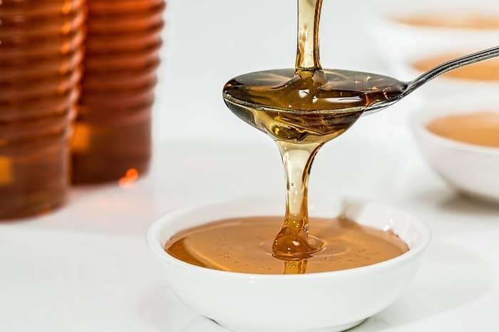 Banho com mel para atrair dinheiro