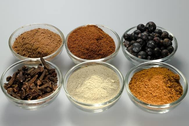 Banho de cravo da índia, sal grosso e canela