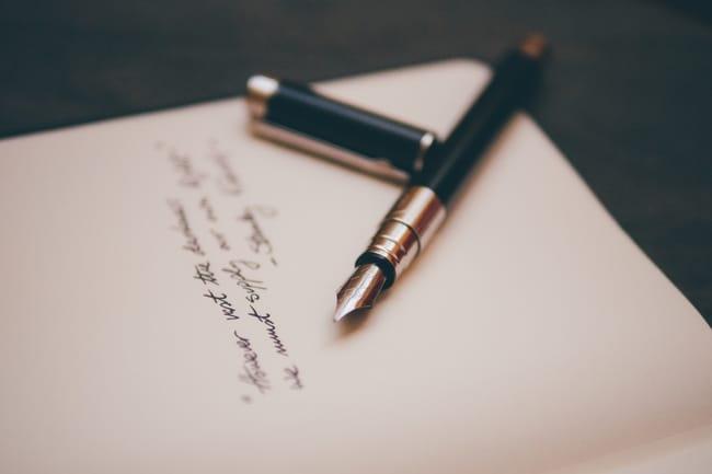 Papel e caneta para simpatia