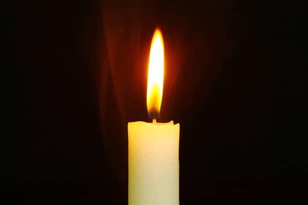 Simpatia da vela branca para virar a cabeça de um homem