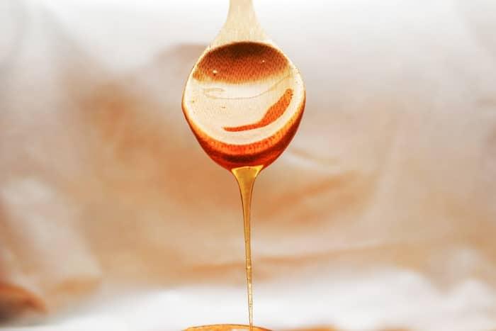 Simpatia do mel para unir duas pessoas