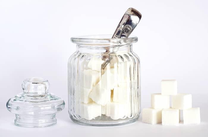 4 Simpatias Para Unir Casal com Açúcar: Juntar Duas Pessoas Rápido