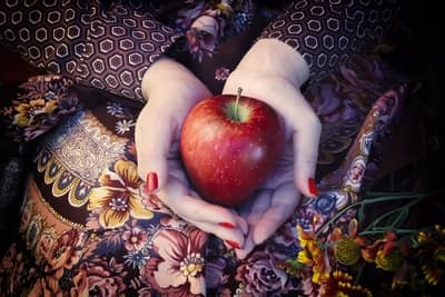 Simpatia cigana da maçã enlouquece quem você quiser