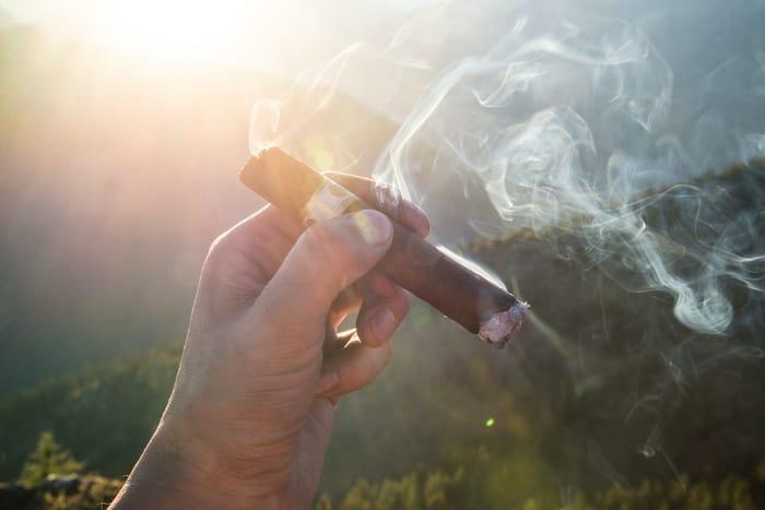 3 Simpatias do Cigarro Para ter Homens aos Seus Pés (ele me procurar)
