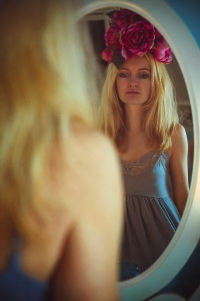 Simpatia do espelho para trazer a pessoa amada