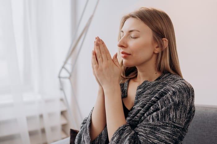 4 Oração Para Trazer A Pessoa Amada Imediatamente: em 5 minutos