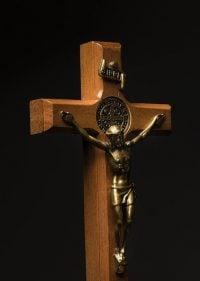 Sonhar com cruz de madeira