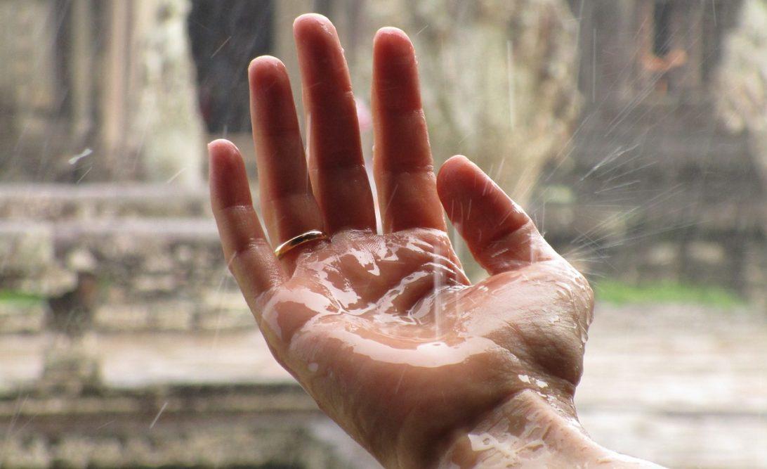 Simpatia para parar de chover com sal