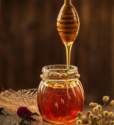 Simpatia com mel para o amor voltar apaixonado