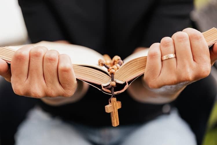 5 Oração Poderosa de São Cipriano para Trazer Amor de Volta Urgente