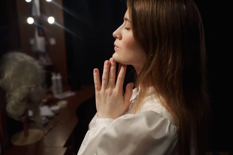 Oração a Cigana Rosa Vermelha Chamamento: em 24 Horas