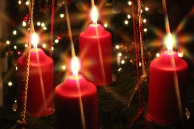 Segurar homem casado com velas vermelhas