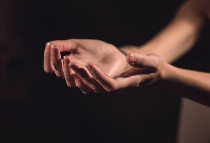 5 Oração Para Descobrir a Verdade e São Miguel: pessoa contar tudo