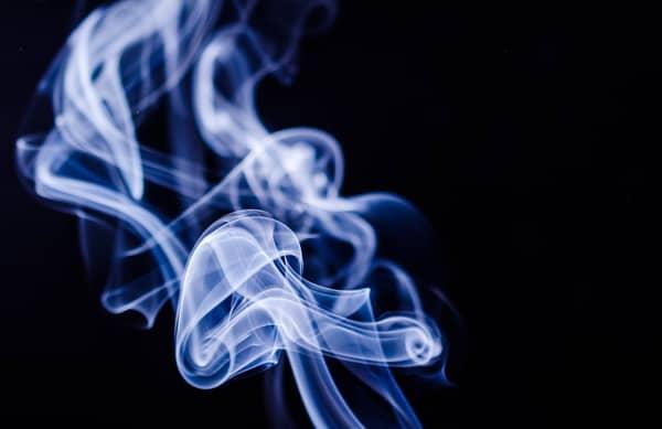Sentir cheiro de queimado do nada