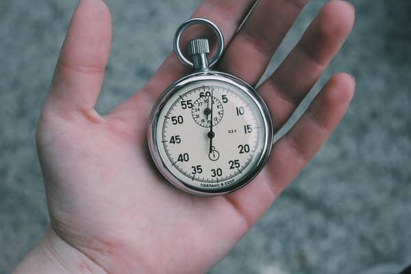 Relógio dando horas