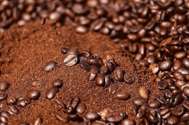 Defumação com pó de café e casca de alho