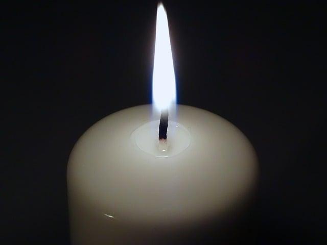 Como acender uma vela para o Anjo da Guarda com açúcar