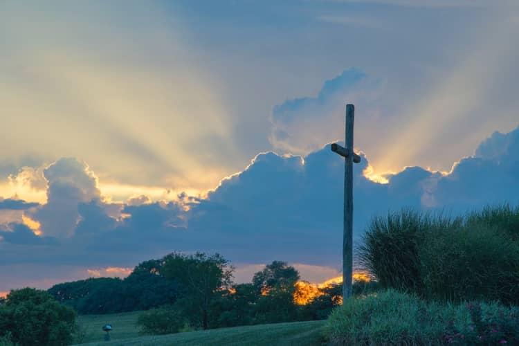 Oração das Treze Almas Benditas para o Amor Voltar Chorando