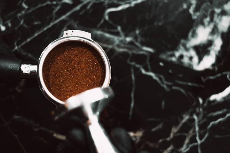 7 Simpatias Para Separar Casal com Café: Moído na Calcinha